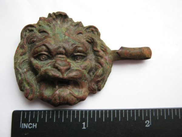 lion head - popular symbol in war 1812