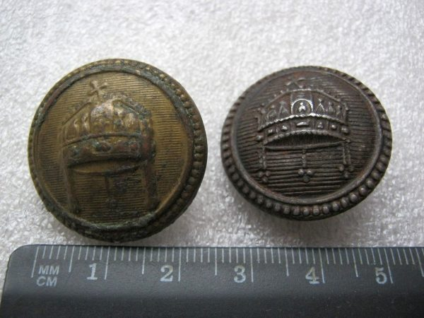 buttons with king's symbols