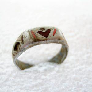 Aluminium ring. Soldatengeul kunst. WO1. 100% origineel artefact, metaaldetectie vinden. Binnendiameter = 17 mm (gelijk US 6 grootte).