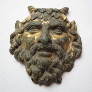Fibbia vintage dorata con testa di demone satiro